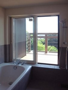 落ち着いた家 景色の良いお風呂